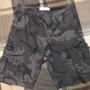 Size 34 male camo shorts